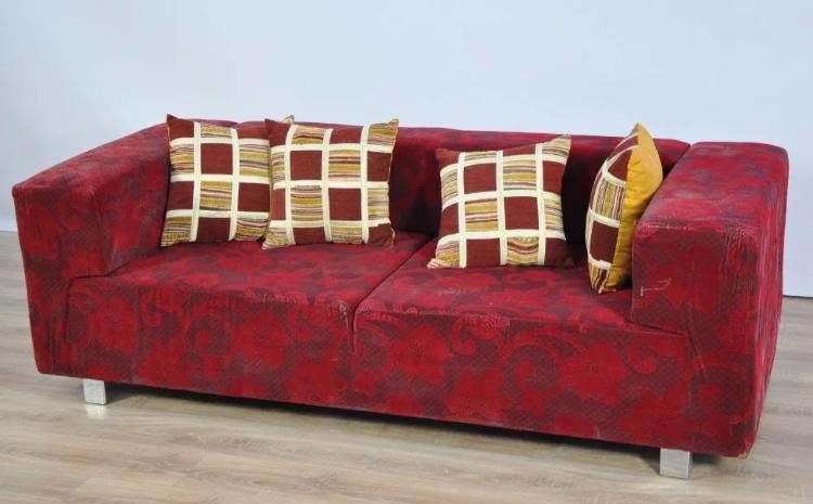 iki kişilik metal ayaklı yatak olabilen kanepe