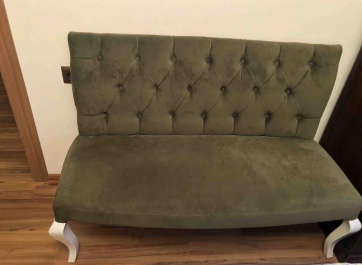 Kadife kumaşlı kanepe yeşil renk oymalı ayaklı